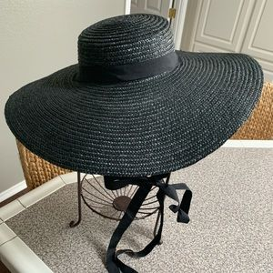 NWOT Black wide rimmed hat. Stunning! With tie.